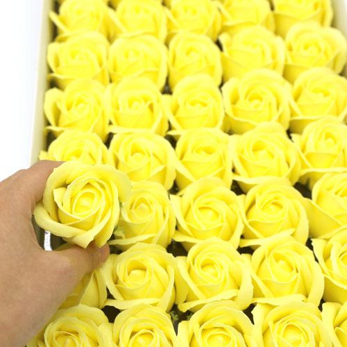연노랑 비누장미 50송이 한 박스 꽃대미포함